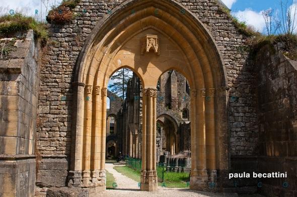 Abbazia di Orval: ingresso alla navata centrale