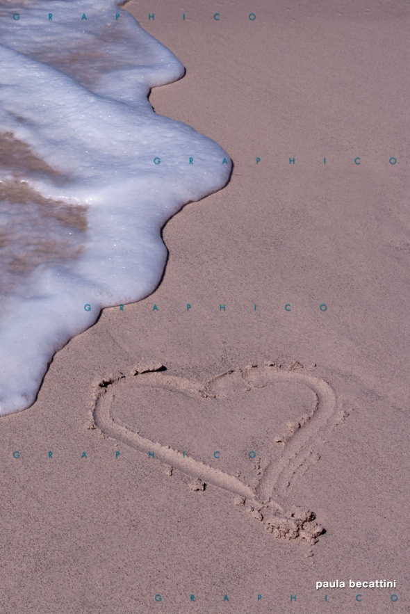 Cuore di sabbia e onda