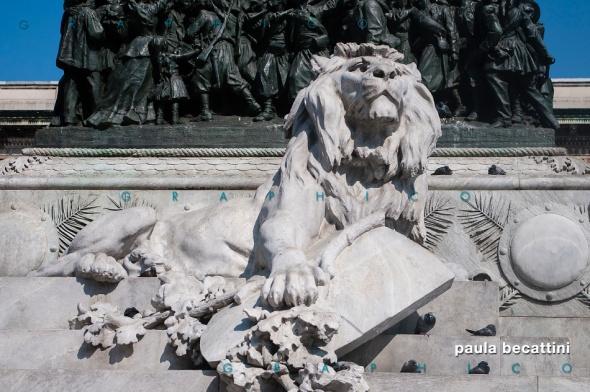 Monumento Equestre di Vittorio Emanuele II in Piazza Duomo a Milano